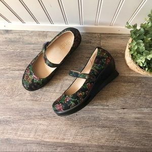 Alegria | Black Winter Garden Mary Jane Clogs